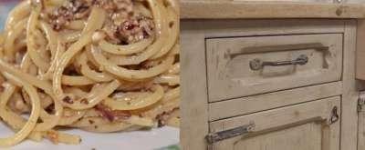 Pasta in crema di cipolla rossa e noci